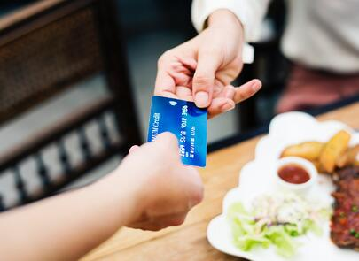 credit card payment in restaurant